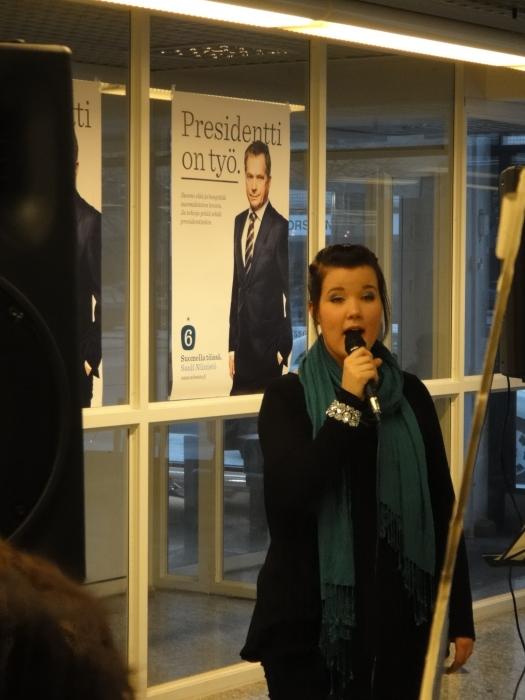 Ja laulamassa Elli Lukander.