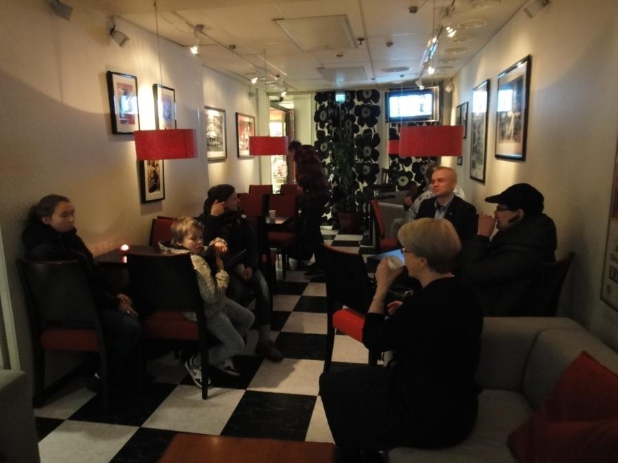 Ja tässä sitten kuvia iltapäivältä Hämeenlinnan Niinistö Cafelta... Mukava ja tunnelmainen paikka tämäkin.