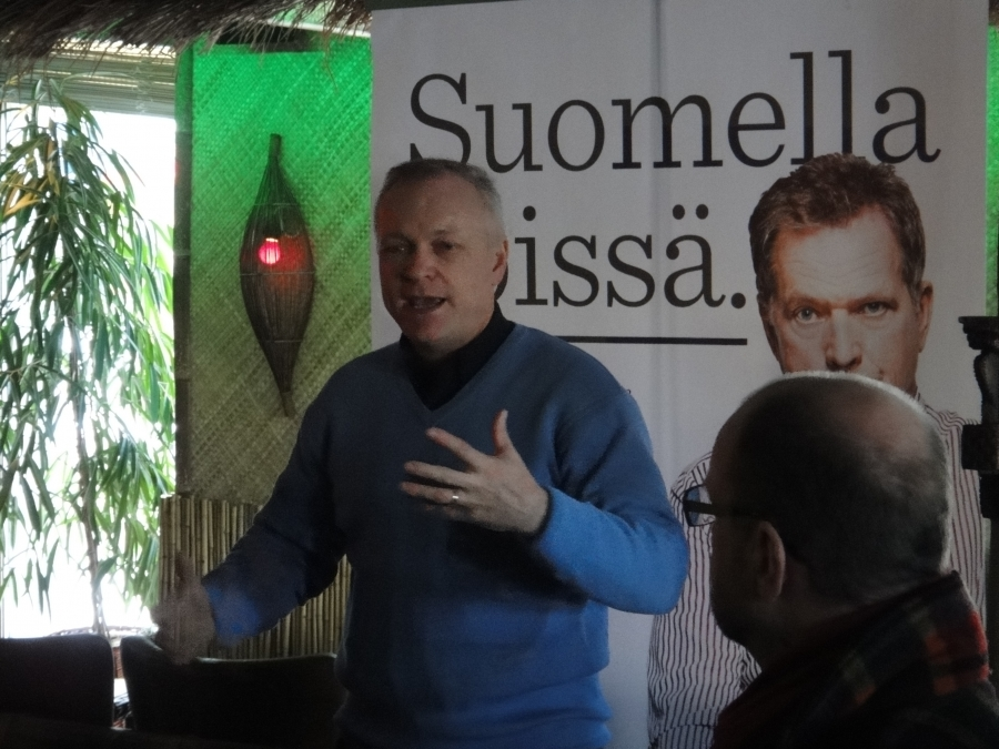 Kollegani Kalle Jokinen oli myös päivän paikalla ja pidimme kumpikin myös pienet puheenvuorot noin yleisemminkin kahvilaväelle. Itse puhuin mm. arvoista ja kohtuuden yhteiskunnasta ja nuorten pahoinvoinnistakin.