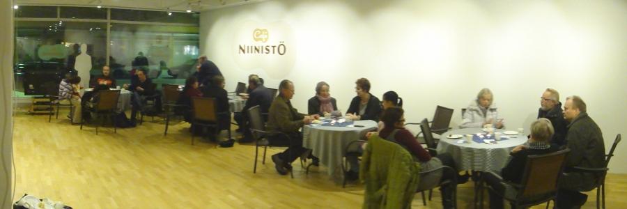 Ja sitten päivän parhaat kahvit - eli Riihimäen Presidenttikahvit Niinistö Cafessa. Kaksi tuntia ja väkeä koko ajan paikka täynnä.