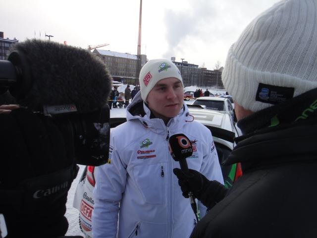 Sm-Sarjan kärkimies Esa-Pekka Lappi Tomi Tuomisen haastateltavana MTV3:lle.