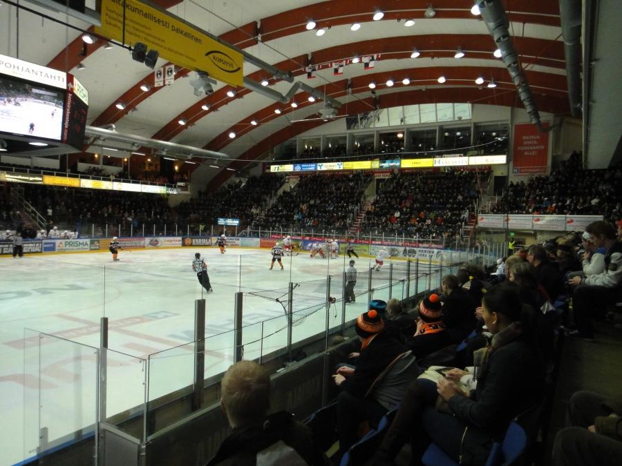 HPK-Jokerit A-junnujen semifinaali Hämeenlinnassa 17.3.2012. Jokerit otti tänään voiton tasoitti otteluparin. Huomenna ratkaisuottelu tyhjässä Hartwall Areenassa. Rinkelinmäellä tänään lähes 3500 katsojaa ja upea tunnelma.