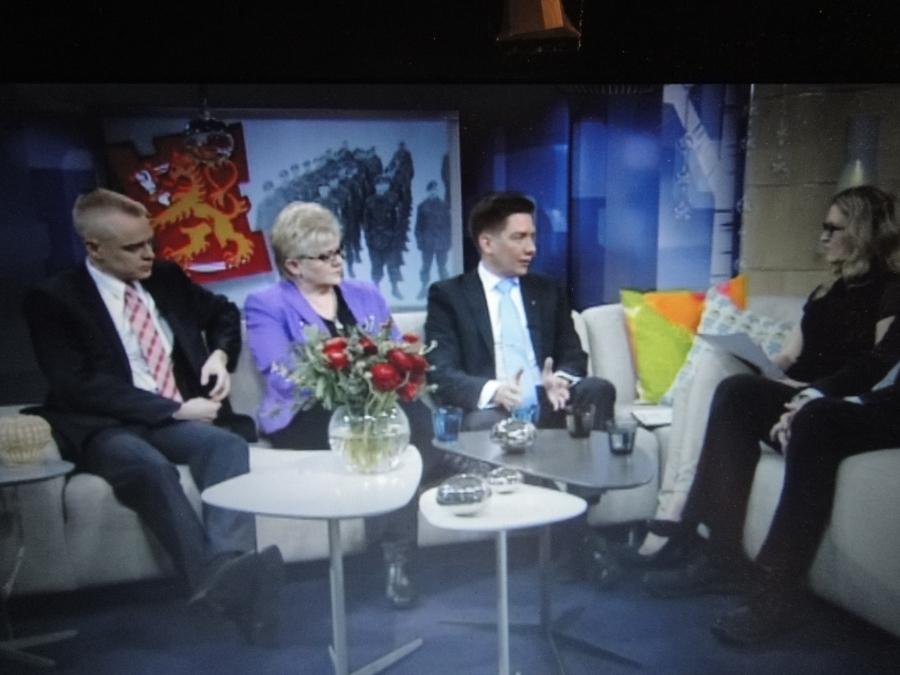 Muutama kuva Aamu-tv:n keskustelusta Yleltä tältä aamulta. Tässä linkki itse keskusteluun Yle Areenaan.