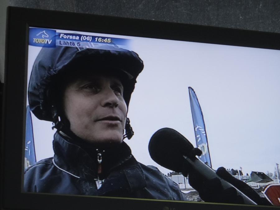 Hurja-Eron isäntä, omistaja ja ohjastaja Jari Nylund voitokkaan ToTo75-lähvön jälkeen. Taktisesti upea suoritus Lopen pojilta.