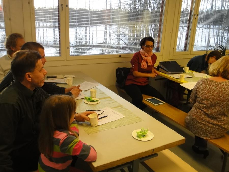 Lopen kunnanjohtaja Karoliina Viitanen oli kertomassa kokouksessa kuntamme ajankohtaisista asioista ja koulupuolen terveiset kokousväelle toi rehtori Jukka Mursula.