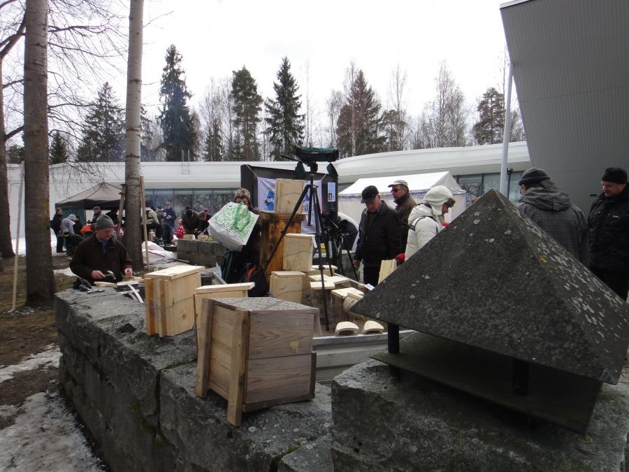 Tänään Pönttötalkoot Riihimäen Metsästysmuseolla. Aivan valtavasti väkeä ja yksiöitä syntyi tinteille ainakin satoja. Oli pauke sen mukainen. Hieno tapahtuma jälleen.
