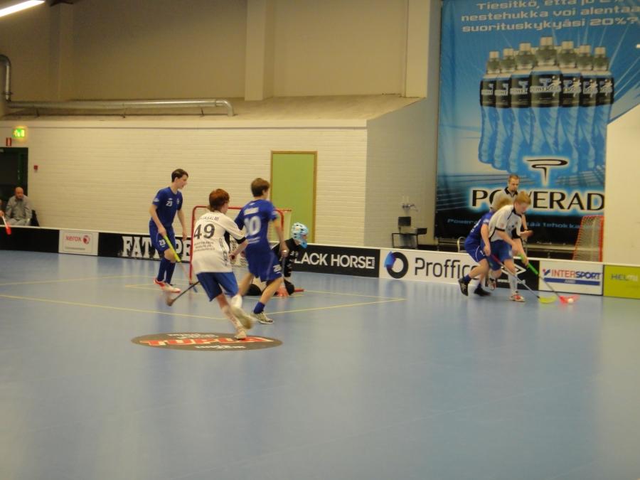 Ensimmäinen Salibandyn C1-poikien SM-välieräottelu Tapanilan Erä - Lopen LFT pelattiin tänään Helsingissä. Erä vei voiton trillerissä maalein 8-7. Sunnuntaina jatketaan kotiottelulla Riihimäen Urheilutalolla.