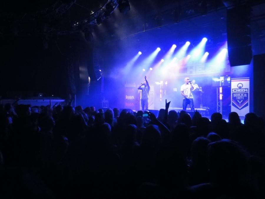 Teoston Kulttuurikummini Cheek alias Jare Tiihonen julkaisi tänään 21.4.2012 uuden seitsemännen levynsä Circuksessa. Väkeä tupa täynnä myös Circuksessa ja tunnelma hieno. Kädet pysyivät ilmassa :) Sokka irti!