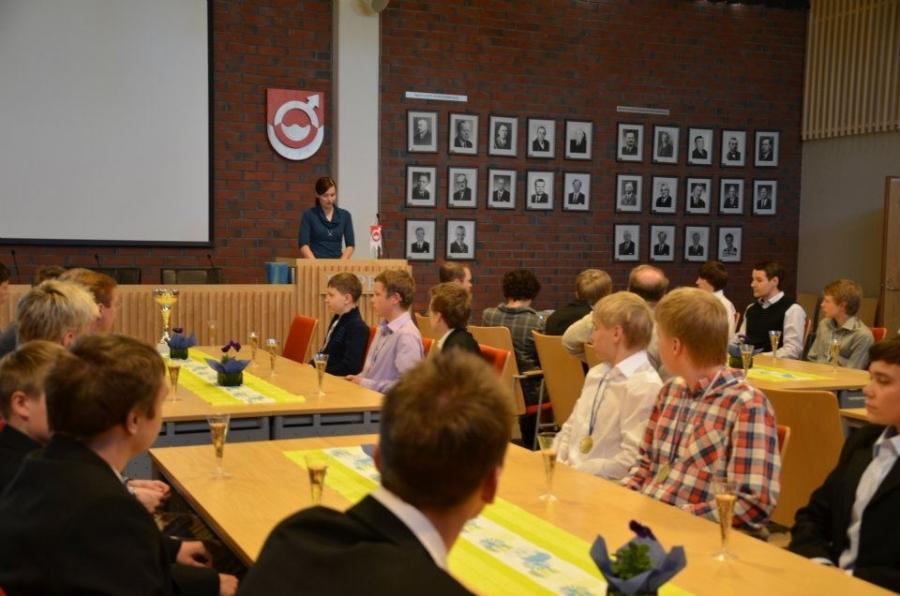 Ja itse juhla pidettiin valtuustosalissa. Puheen Suomenmestareille piti Vapaa-aikalautakunnan puheenjohtaja Tiina Seppälä.