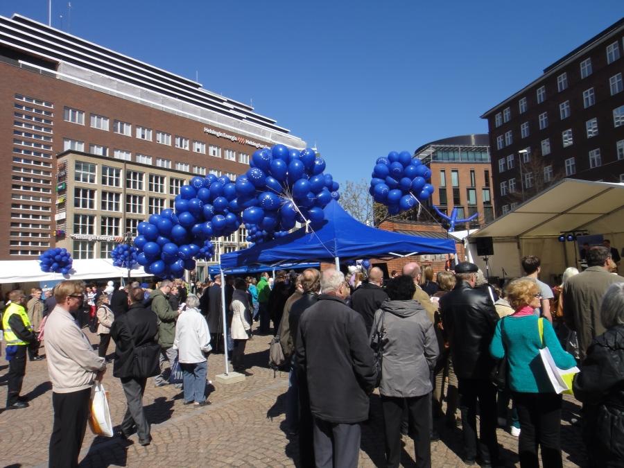 Eurooppa-päivän tapahtuma Helsingin Kampintorilla keräsi valtavasti väkeä.