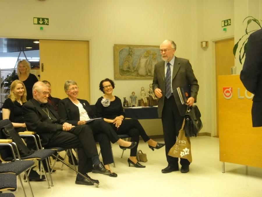 Ja päivä jatkui sitten kirjallisuustapahtuman seminaariosuudella kirjaston Fallesmannissa tällä kertaa otsikolla; Ansarin ihmeellinen mies kohtaa Värttinän tytöt.