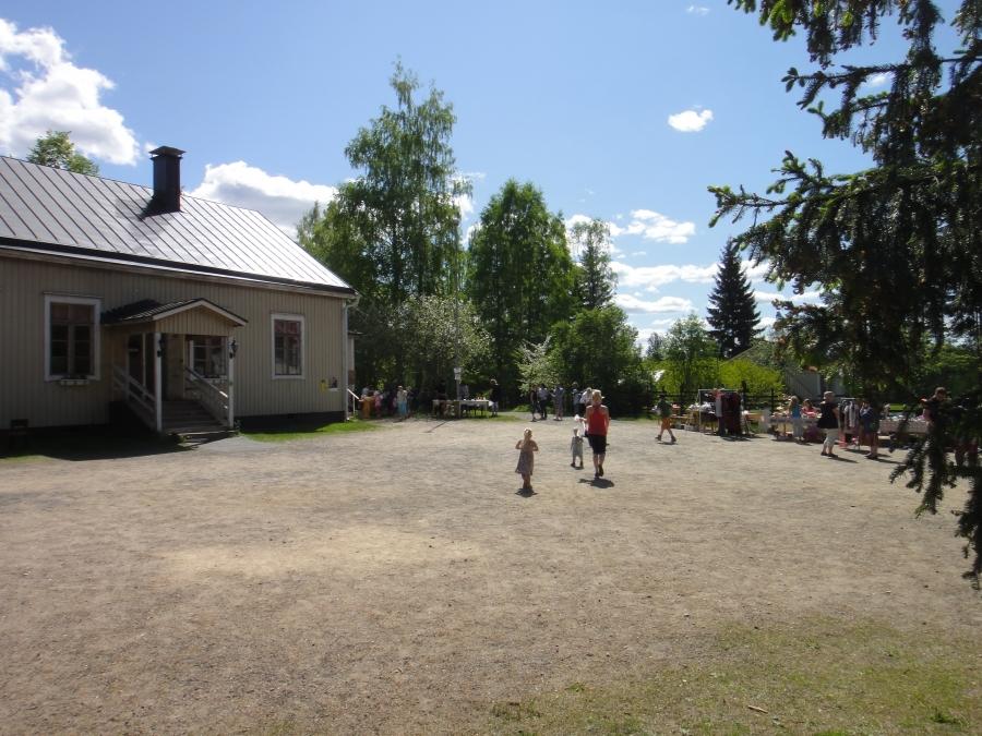 Tunnelmia Sajaniemen Taidemäen Perhetapahtumasta 27.5.2012