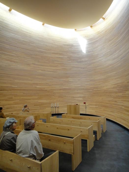 Ja kappelin sali 11,5 metrin korkuisena ja täysin hiljaisena on aika puhutteleva.