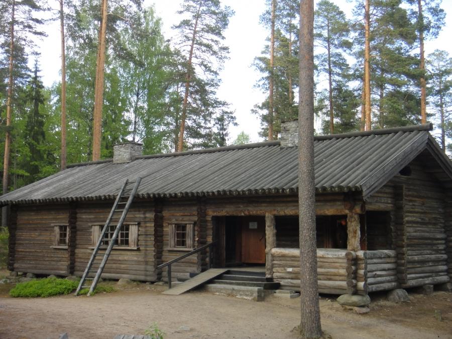 Marsalkka Mannerheimin Metsästysmajan 70-vuotisjuhlat Lopella Punelian rannalla 5.6.2012.
