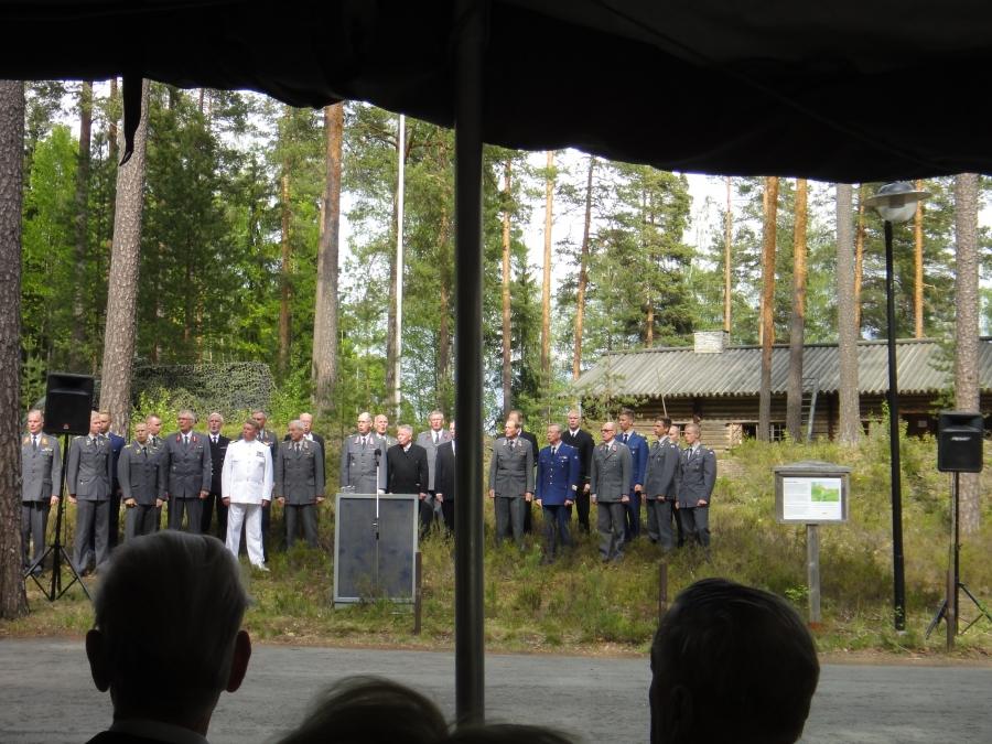 Ja juhlan musiikista vastasivat Kaaderilaulajat everstiluutnantti dir.can Matti Orlamon johdolla.
