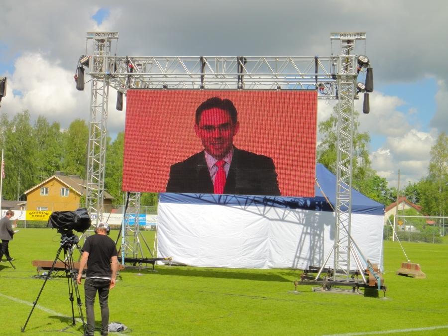 Ja virallisesti 20. Erämessut avasi itsekin aktiivisesti metsästävä pääministerimme Jyrki Katainen.