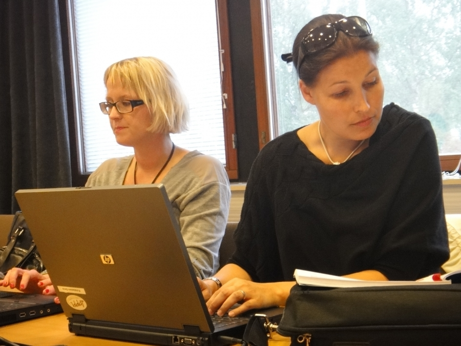 Ja tässä sitten valtuustoryhmämme puheenjohtaja, kunnanhallituksen jäsen Eeva Pyhälammi ja kunnanhallituksen varapuheenjohtaja Saija Grönholm.