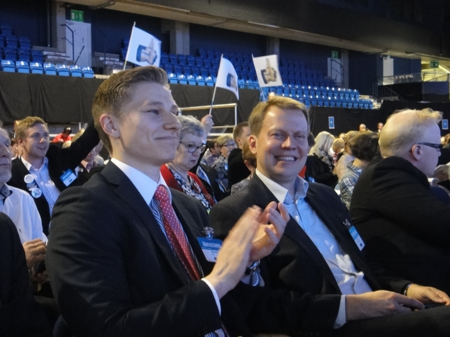 Ja tyytyväisiä ovat myös Kokoomusnuorten puheenjohtaja Antti Häkkänen ja kansanedustaja Harri Jaskarikin.