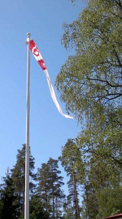 Lopen viiri liehui vielä tänään päivän salossa, kunnessa kuudelta sitten Lopen Laulun säestämänä nostimme Suomenlipun salkoon.