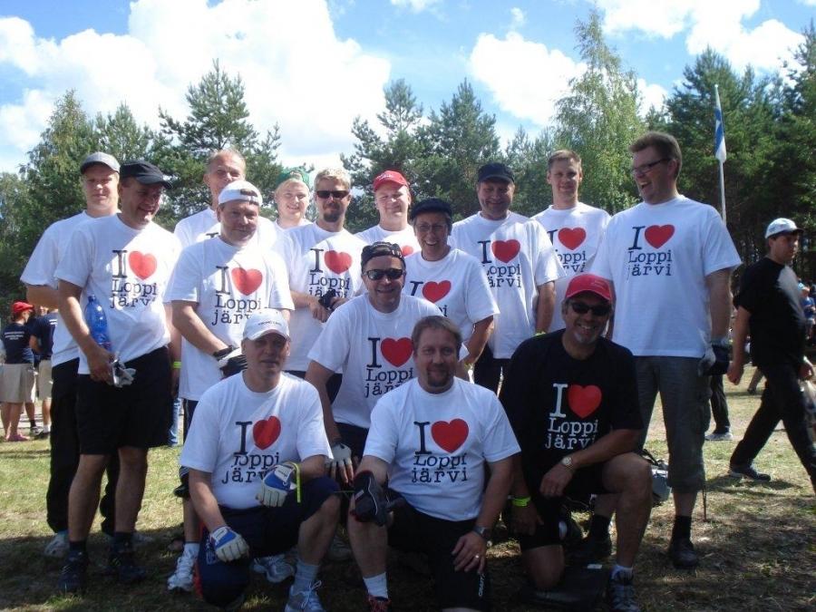 Lopen Yrittäjät johtivat Lopen joukkuetta Mommilanjärven Suoduissa ja mikä hienointa rakkaudesta Loppijärveen. Järvemme sai tämän joukkueen johdolla hienoa näkyvyyttä Mommilanjärvelläkin.
