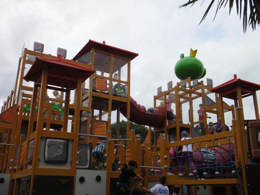 Ja tässä Angry Birds Landin Lappsetin laitteita.