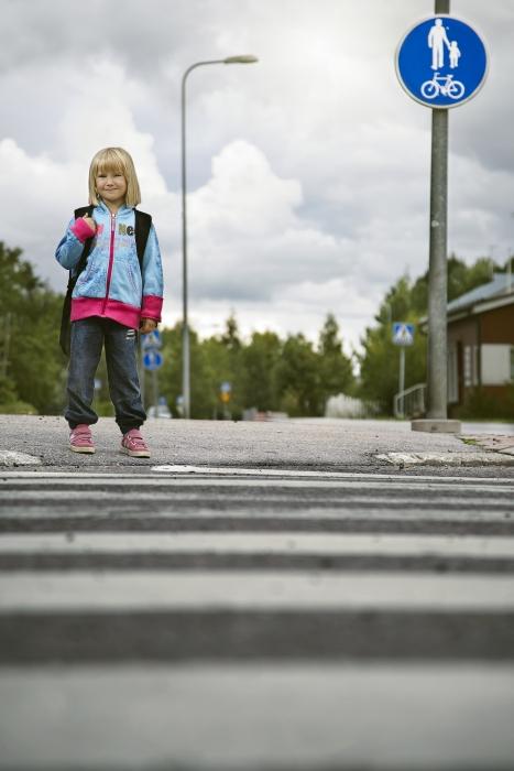 Liikenneturvan kampanja liikkuu tänä vuonna teemalla: Jokainen tie on koulutie  - Noudata nopeusrajoitusta. Otetaan siis haaste vastaan ja ollaan valppaina tänäänkin liikenteessä. Kuva: Liikenneturva.
