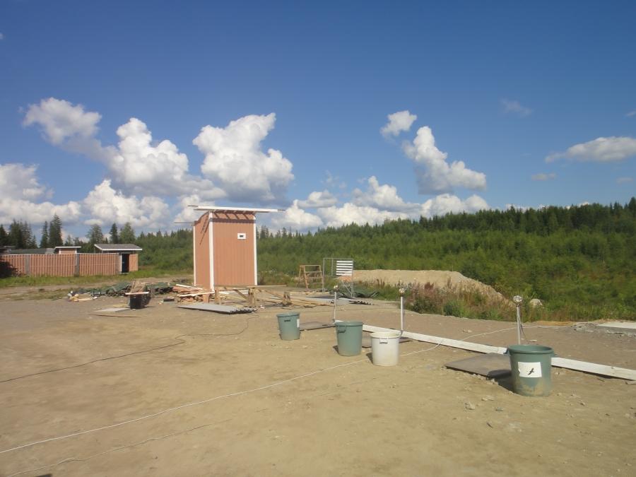 Ja uuttakin Lopen Ampumaurheilukeskuksessa koko ajan rakennetaan. Tässä valmistaudutaan toivottavasti ensi kesänä edessä oleviin SM-kisoihin Lopen radalla. Uusia ampumapaikkoja siis tarvitaan.