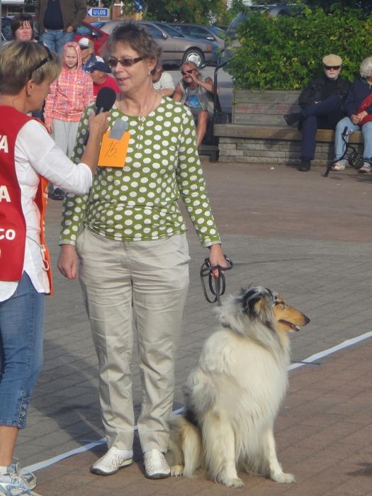 Kerovuoren Marjalla oli yksi illan hienoista koirista. Ja kaksikko tässä Marianna Rautiaisen haastattelussa ennen