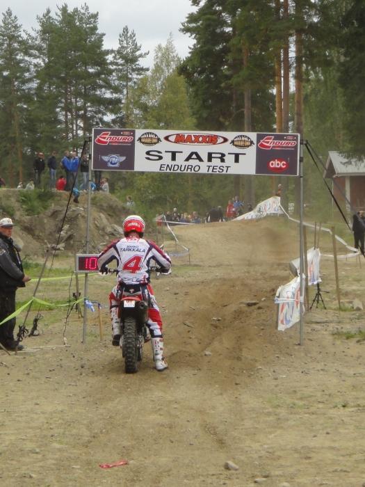 Marko Tarkkala startissa. Upea päivä Makelle tänään ajollisesti, mutta aikasakko äänitarkastuksesta ja sen myötä kakkospaikka vaihtui sijaan kahdeksan.