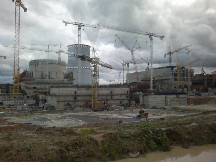 Tässä rakenteilla olevat uudet Leningradin ydinvoimalat, mutta huolestuttavinta on, että suunnitteilla on vanhoilla yli-ikäisille voimaloille vielä lisäaikaa ja palautus käyttöön.