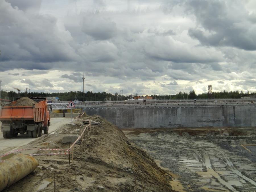 Tässä muutama kuva Leningradin alueen uuden ydinvoimalan rakennustyömaalta. Tämä monttu tulee olemaan osaltaan voimalan jäähdytysallas. Itseasiassa uusi voimala tulee aika syvälle sisämaahan rannikolta ja näin esimerkiksi meren tulvariski ei voimalaa nykyisten voimaloiden tapaan uhkaa.