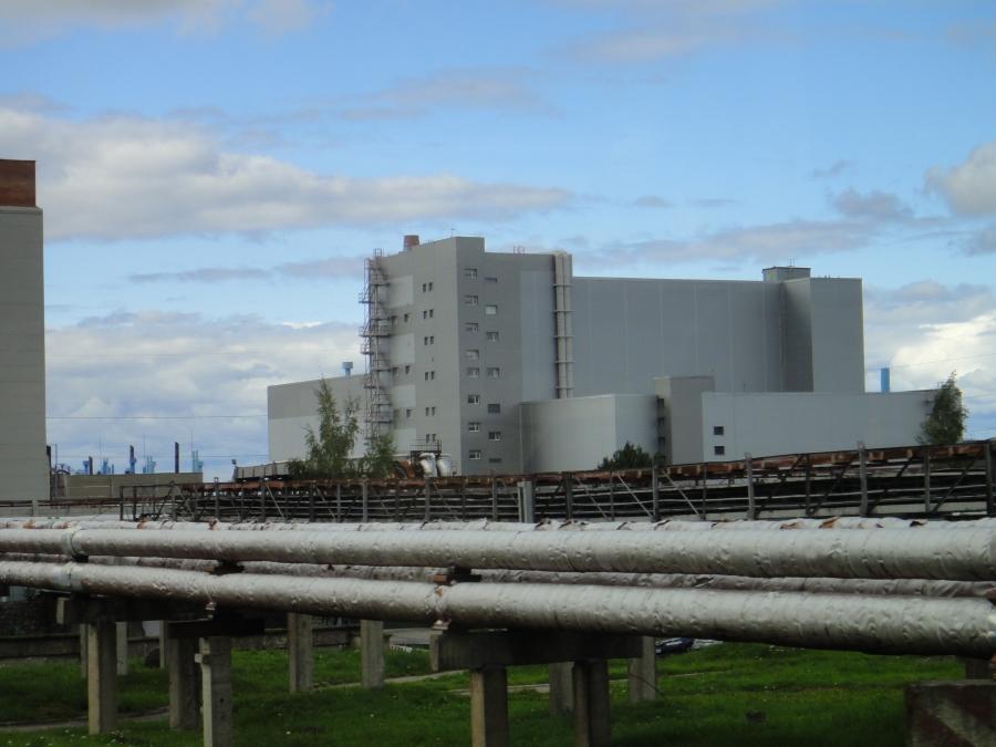 Ja tässä sitten käytetyn ydinjätteen välivarasto aivan voimalan vieressä.