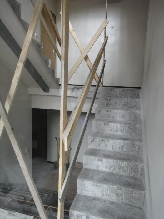 Tässä vanha hissitön talo saa hissin ja tulee siltä osin esteettömäksi ja myös mainioksi taloksi ikäihmisille ja lapsiperheillekin. Hissi valmistuu suuren remontin kanssa vuodenvaihteeksi.