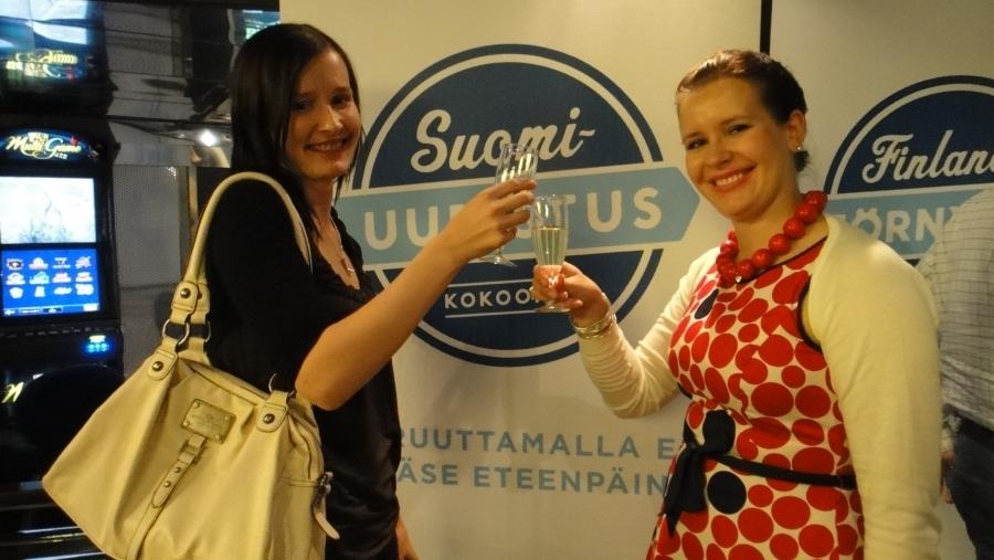 Suomi uudistuu ja sillä tavalla hyvinvointiyhteiskunta pelastetaan. Malja sille!