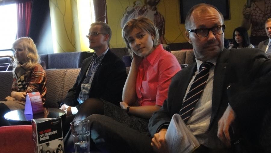 Ari Huovisen lisäksi johtamassani seminaarissa puhuivat myös kuntaministeri Henna Virkkunen sekä Lukiolaisten liiton puheenjohtaja Veera Svahn ja Suomen Ylioppilaskuntien liiton pääsihteeri Matti Parpala.