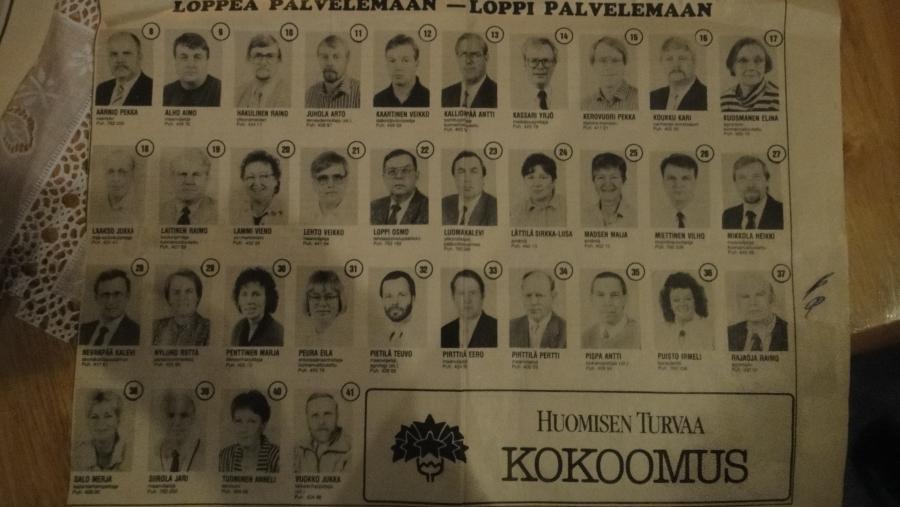 Ja hieman vaalihistoriaakin sain tänään Lopelta. Koukun Kari toi pari lehtimainosta kokoomuksen ehdokkaista 80-luvulta. Bongaatteko tuttuja?