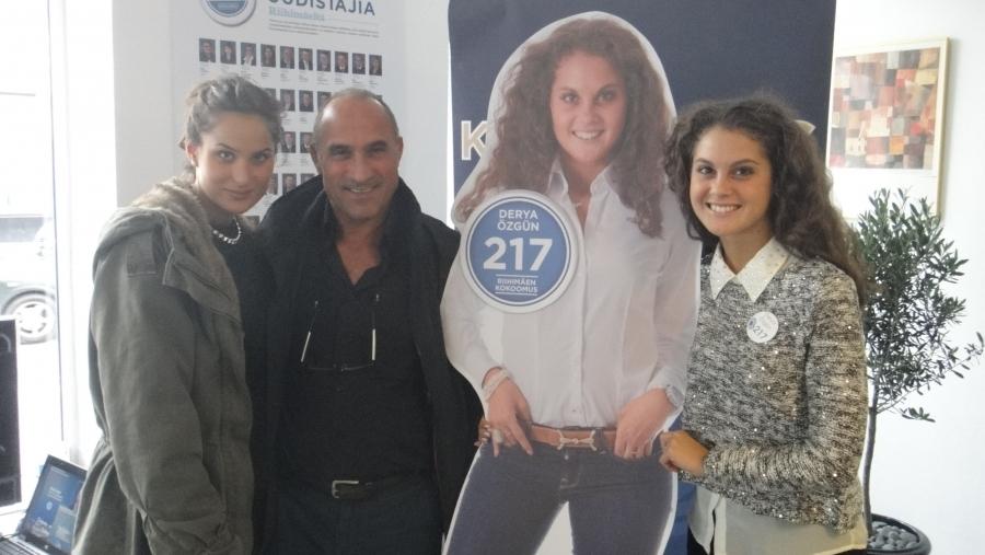 Kaksi Deryaa ja neljä Özgünia. Derya Özgüniin kannattaa tutustua paremminkin netissä: www.derya.fi.
