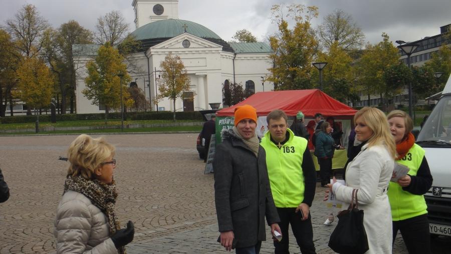 Ja Lopen ja Riihimäen Kahvila Korvien jälkeen sitten päivä jatkui Hämeenlinnan torilla ja Reskalla. Toivon Tuvalla kivasti väkeä ja hyvä tunnelma ja paljon ehdokkaitamme.