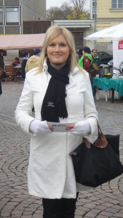 Hämeen Kokoomuksen varapuheenjohtaja Meri-Tuulia Huurresalo veti minun vuoden 2011 eduskuntavaalien nuorisokampanjaa. Tänään Merrun kanssa siis kampanjoimme Annin puolesta.