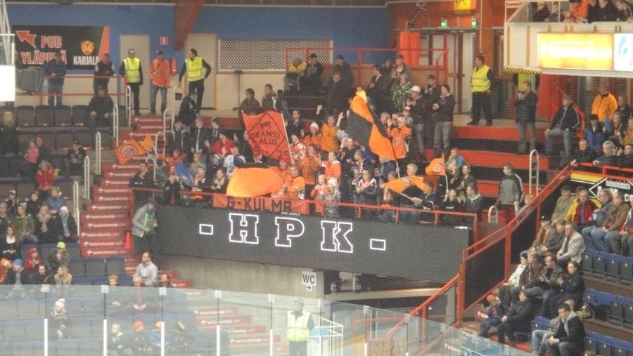 Ja HPK juhli ja hassutteli... Hyvä tunnelma ja hyvä matsi. Makea voitto 3-0 Bluesista.