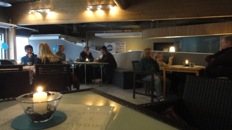 Ja pari kuvaa vielä Korva Kahvilastamme missä tänään muuten nautittiin ehdokkaistamme Sanna Kallelan syntymäpäiväkahveja. Onnea vielä.