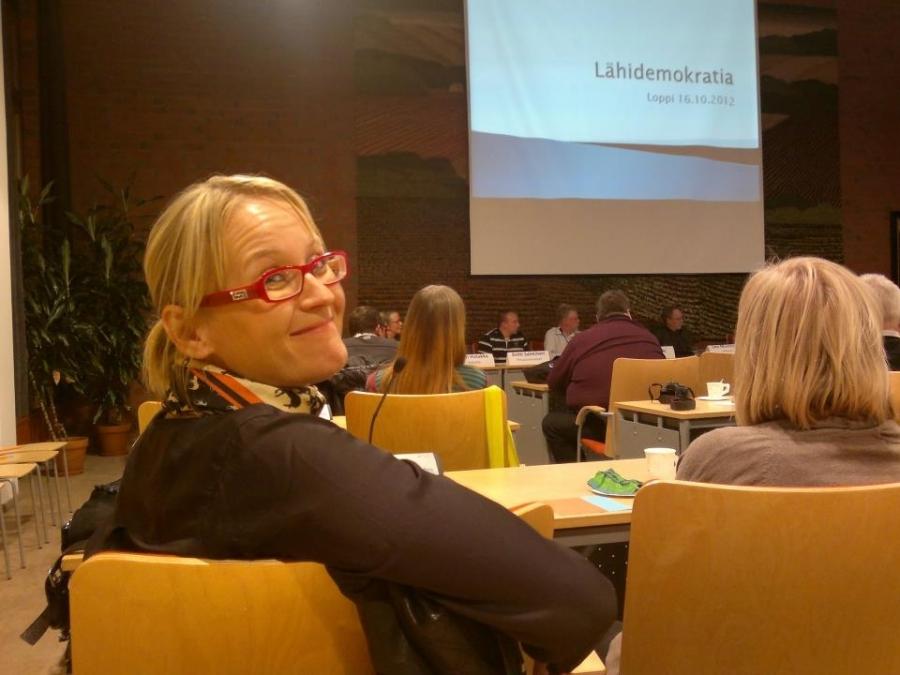 Ja keskustelua seurasi myös tarkkana kunnanhallituksen varapuheenjohtaja Saija Grönholm. Hyviä ideoita lähipalveluista ja lähidemokratiasta oli illan anti.