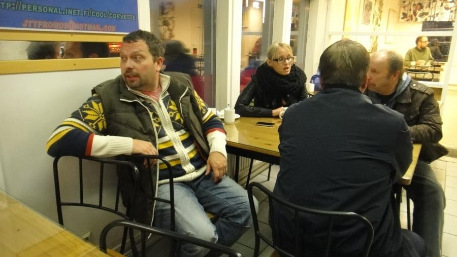 Antti Mikkola, Saija Grönholm ja Kari Maunula aamuparlamentissä.