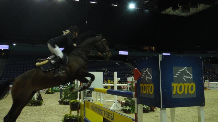Ja tällaisilta paikoilta katselimme Helsinki International HorseShowta tämän illan. Huikeat kilpailut jälleen.