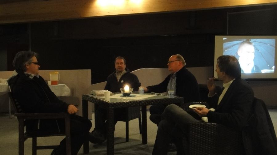 Ja tässä pöydässä juttuseurana olivat ehdokkaistamme Antti Rusi ja Jarmo Laukkanen.