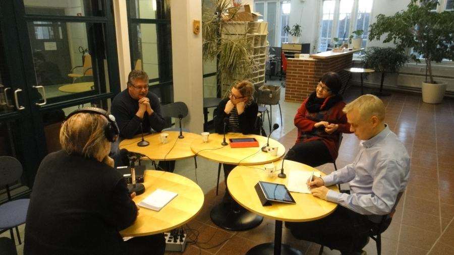 Radio Hämeen Politiikan Puhemylly lähetettiin tänään Hämeenlinnan studiolta. Pyöreässä pöydässä kanssani Tarja Filatov, Aino-Kaisa Pekonen, Ismo Soukola ja puhetta johtanut Pertti Lampinen.