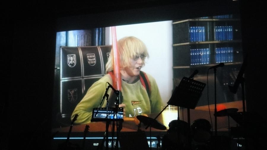 Ja tottakai JP:kin kävi paikalla... Ainakin nettitervehdyksellä yhdessä ministerien Heidi Hautalan ja Päivi Räsäsen kanssa. Hauska video.