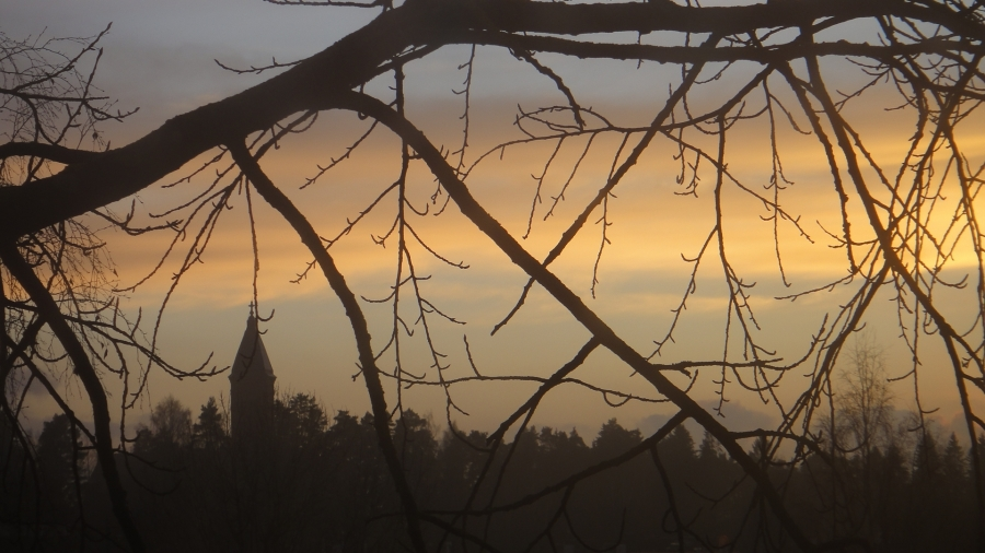 Pyhäenmiestenpäivän iltaa Lopella. Kaunis maisemamme.