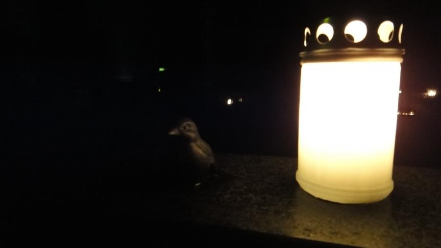 Ja illalla vielä kynttilät haudoille. Kaunista Lopen Hautausmaalla kynttilöiden valaistessa pimeyttä.