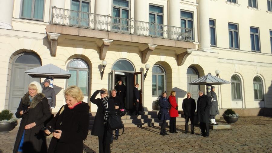 Aamulla kävimme kahvipöytäkeskustelut ulkopolitiikasta Tasavallan Presidentti Sauli Niinistön kanssa. Mielenkiintoinen keskustelutuokio ajankohtaisista aiheista ulko- ja turvallisuuspolitiikassa ulkoasiainvaliokunnan kanssa.